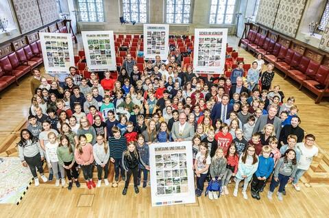 OB Markus Lewe würdigt im Rathausfestsaal 150 Schülerinnen und Schüler des Wilhelm-Hittorf-Gymnasiums als Stadtpilot*in